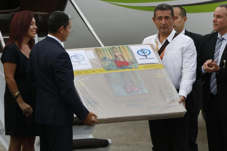 A box containing a painting of French master Henri Matisse, known as ''Odalisque in Red Pants'' (Odalisque a la Culotte Rouge), arrives at Maiquetia International Airport in Caracas July 7, 2014. REUTERS/Carlos Garcia Rawlins