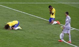 Jogadores do Brasil lamentam derrota contra a Alemanha em Belo Horizonte. 08/07/2014  REUTERS/Leonhard Foeger