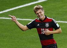 Jogador alemão Toni Kroos celebra gol da Alemanha em partida contra Brasil, no Estádio do Mineirão, em Belo Horizonte. 8/7/2014 REUTERS/Leonhard Foeger
