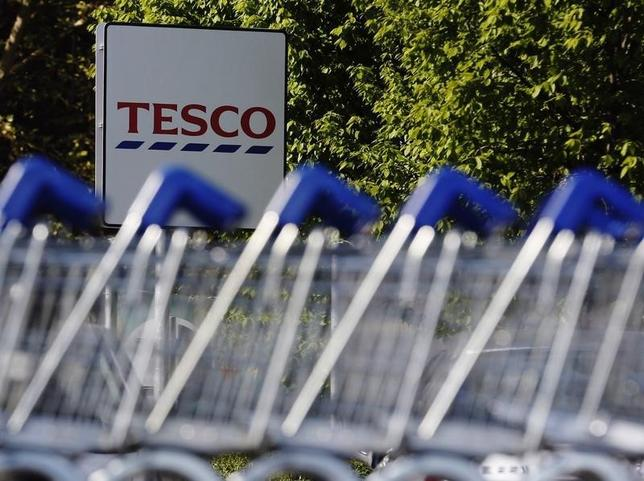 Shopping trolleys are seen lined up at a Tesco supermarket in London April 15, 2014.  REUTERS/Luke MacGregor