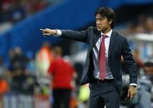 Técnico da Coreia do Sul, Hong Myung-bo, gesticula durante partida contra a Bélgica pelo Grupo H da Copa do Mundo, na Arena Corinthians, em São Paulo. 26/06/2014.  REUTERS/Ivan Alvarado