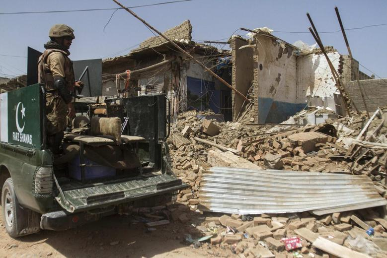 Pakistani soldiers look at a house which was destroyed during a military operation against Taliban militants, in the of town of Miranshah, North Waziristan July 9, 2014. REUTERS/Maqsood Mehdi