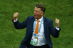 Técnico da Holanda Van Gaal em partida contra o Brasil. 12/07/2014 REUTERS/Ruben Sprich