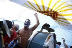 Torcedores argentinos na praia de Copacabana, antes do começo da final contra a Alemanha. 13/7/2014 REUTERS/Pilar Olivares