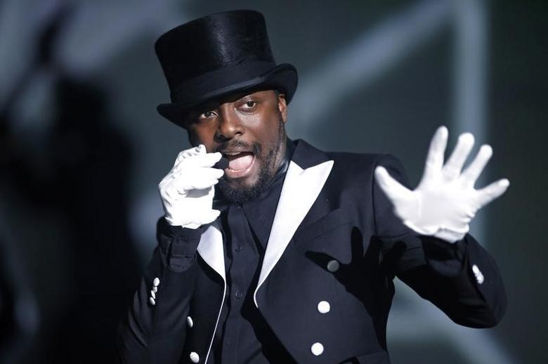 Recording artist Will.i.am performs at Bercy stadium in Paris, December 16, 2013. REUTERS/Benoit Tessier