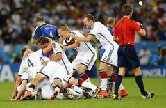 Jogadores alemães comemoram vitória sobre a Argentina no Maracanã. 13/7/2014.  REUTERS/Darren Staples
