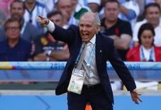 Sabella orienta seleção argentina na final contra Alemanha. REUTERS/Eddie Keogh