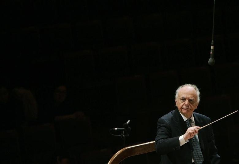 Music Director Lorin Maazel conducts the New York Philharmonic during a rehearsal before their concert at the Seoul Arts Centre February 28, 2008. REUTERS/Lee Jae-Won