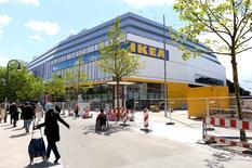 Vista general de IKEA, en la ciudad de Hamburgo, 25 de junio de 2014.  La confianza de los analistas e inversores alemanes cayó en julio por séptimo mes consecutivo y se situó en su nivel más bajo desde diciembre del 2012, según mostró el martes una encuesta, sugiriendo la posibilidad de un débil inicio para el tercer trimestre en la mayor economía de Europa. REUTERS/Fabian Bimmer