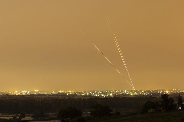 Smoke trails are seen as rockets are launched towards Israel from the northern Gaza Strip July 12, 2014.   REUTERS/Amir Cohen