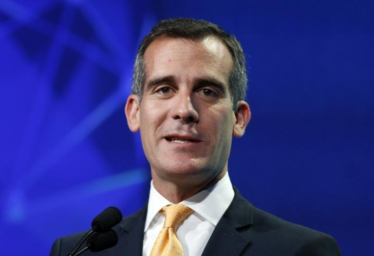 Los Angeles mayor Eric Garcetti speaks at the 2014 Milken Institute Global Conference in Beverly Hills, California April 28, 2014. REUTERS/Lucy Nicholson