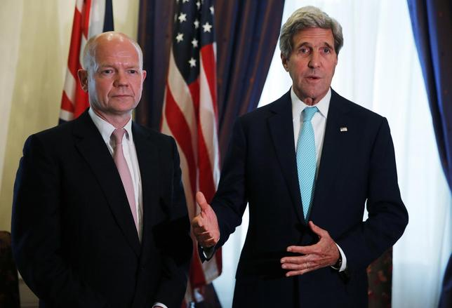 British Foreign Secretary William Hague (L) meets with U.S. Secretary of State John Kerry (R) at talks between the foreign ministers of the six powers negotiating with Tehran on its nuclear program in Vienna, July 13, 2014.  REUTERS/Jim Bourg