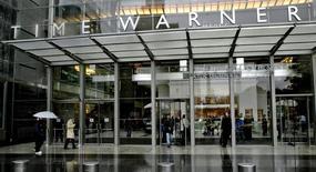 Les titres Time Warner et Twenty-First Century Fox figurent parmi les valeurs à suivre sur les marchés aéricains, alors que, selon le New York Times, qui cite une source proche du dossier, le groupe de Rupert Murdoch a présenté une offre de rachat de 80 milliards de dollars à Time Warner, qui l'a rejetée. /Photo d'archives/REUTERS
