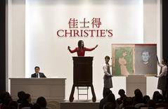 La maison de ventes aux enchères Christie's fait état mercredi d'un chiffre d'affaires de 2,69 milliards de livres (3,4 milliards d'euros) pour le premier semestre, en hausse de 12% sur un an, grâce notamment à des ventes records dans le domaine de l'art contemporain. /Photo prise le 26 avril 2014/REUTERS/Aly Song