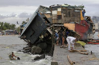 Typhoon takes aim at China after killing 38 in Philipp...