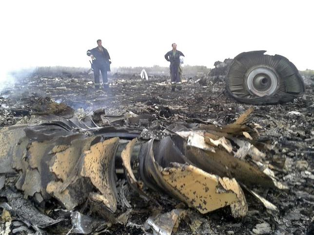Emergencies Ministry members work at the site of a Malaysia Airlines Boeing 777 plane crash in the settlement of Grabovo in the Donetsk region, July 17, 2014. REUTERS/Maxim Zmeyev