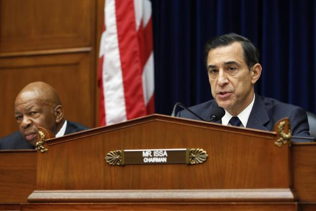 Committee chairman U.S. Representative Darrell Issa (R-CA) (R) holds a House Oversight and Government Reform Committee hearing about e-mails belonging to former IRS official Lois Lerner, on Capitol Hill in Washington June 24, 2014 file photo.  REUTERS/Jonathan Ernst