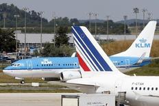 Air France-KLM est l'une des valeurs à suivre à la Bourse de Paris après l'annonce d'un dépôt de préavis de grève de la CGT pour les personnels au sol d'Air France pour le samedi 2 août. /Photo d'archives/REUTERS/Charles Platiau