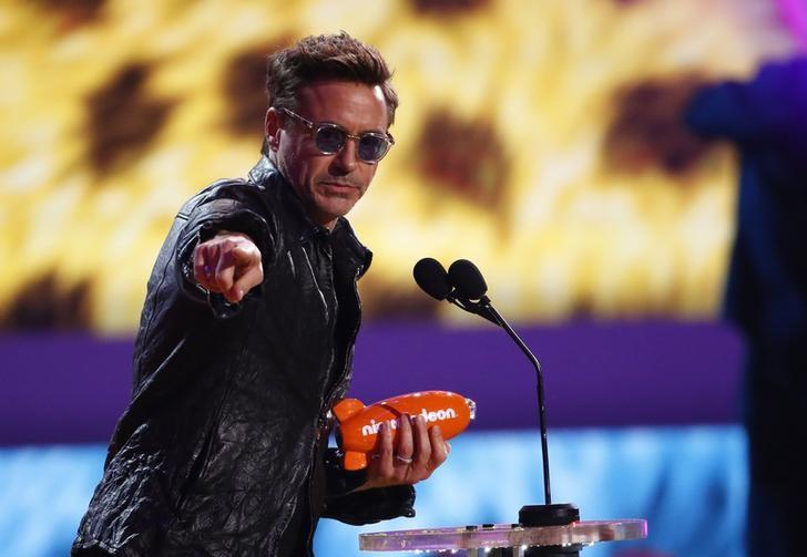 Actor Robert Downey Jr. accepts the award for favorite male buttkicker at the 27th Annual Kids' Choice Awards in Los Angeles, California March 29, 2014.   REUTERS/Mario Anzuoni