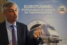 Jacques Gounon, PDG d'Eurotunnel. L'opérateur du tunnel sous la Manche a confirmé mardi ses objectifs financiers après un premier semestre toujours soutenu par la reprise économique au Royaume-Uni, et dit s'attendre à ce que son activité MyFerryLink s'arrête à la fin de l'année, menaçant 600 emplois. /Photo prise le 22 juillet 2014/REUTERS/Philippe Wojazer (
