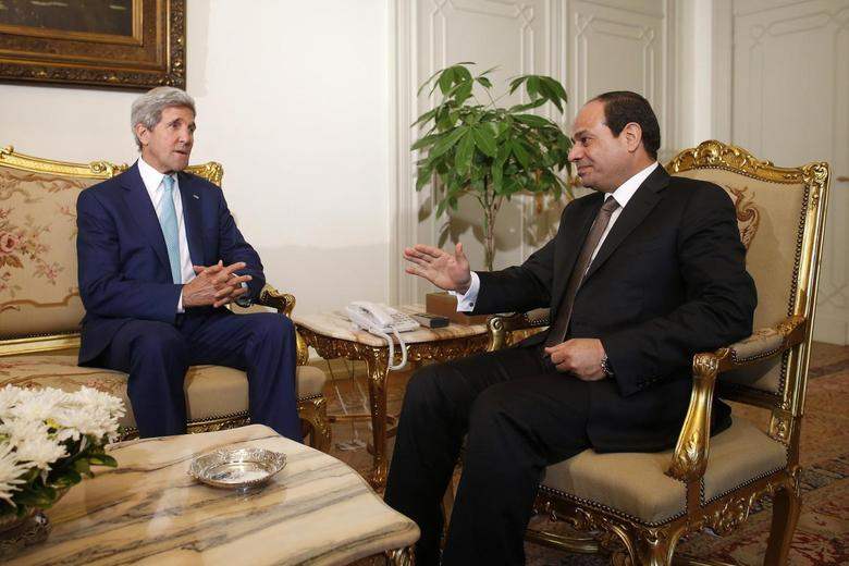 U.S. Secretary of State John Kerry (L) speaks with Egyptian President Abdel Fattah al-Sisi in Cairo July 22, 2014. REUTERS/Charles Dharapak/Pool