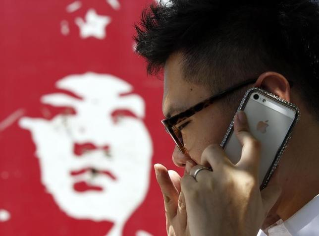 A man talks on an iPhone in Beijing July 24, 2013. REUTERS/Kim Kyung-Hoon