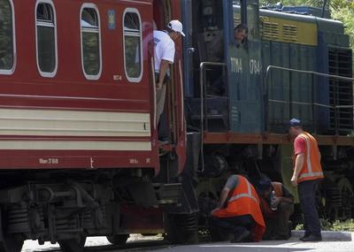 Train carrying MH17 bodies on final journey reaches...