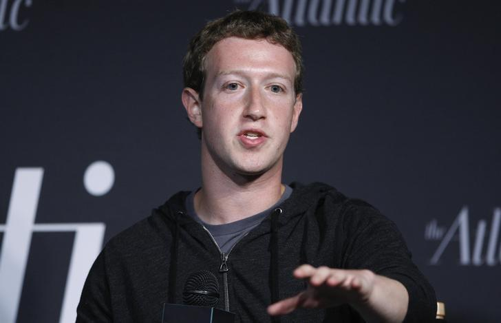 Facebook CEO Mark Zuckerberg delivers remarks in an onstage interview for the Atlantic Magazine in Washington, September 18, 2013. REUTERS/Jonathan Ernst/Files