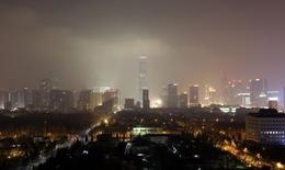 Здания  в центре Пекина 30 января 2014 года. Китай хочет положить конец экономической разобщенности провинций и ради этого создает особый регион вокруг Пекина с нововведениями, которые, по словам источников, будут более агрессивными, чем те, о которых до сих пор говорили публично. REUTERS/Jason Lee