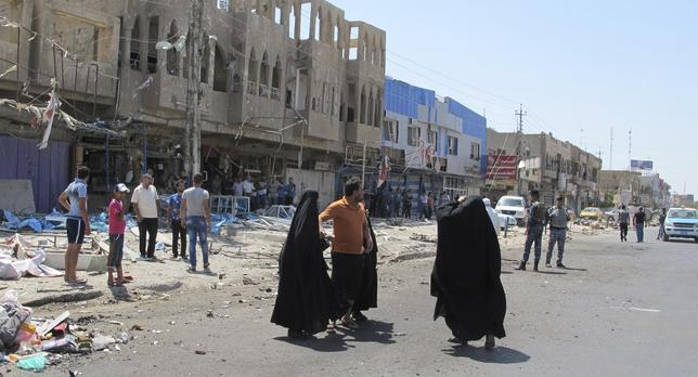 Residents gather at the scene of a car bomb attack in Baghdad July 19, 2014. REUTERS/Ahmed Malik
