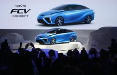 Toyota Motor Corp's Fuel Cell Vehicle (FCV) concept car is seen at the 43rd Tokyo Motor Show in Tokyo in this November 20, 2013 file photo. REUTERS/Yuya Shino/Files