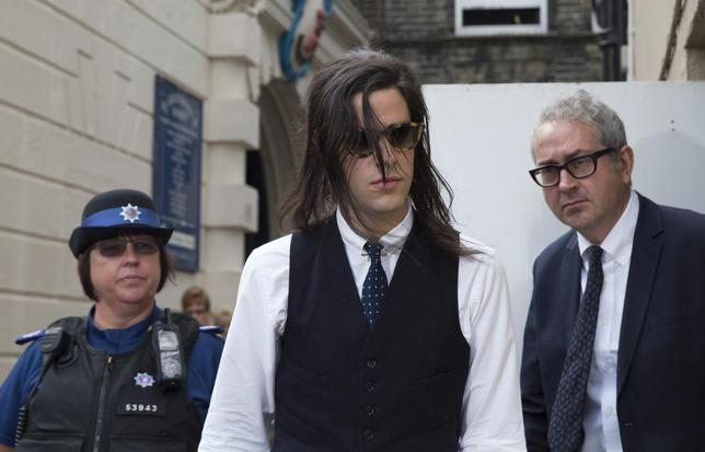 Musician Thomas Cohen (C) leaves after attending the inquest into the death of his wife Peaches Geldof, in Gravesend, southern England July 23, 2014.  REUTERS/Neil Hall