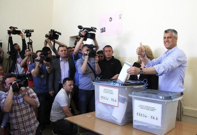 Kosovo's Prime Minister Hashim Thaci votes at a polling station in the capital city Pristina June 8, 2014. REUTERS/Hazir Reka