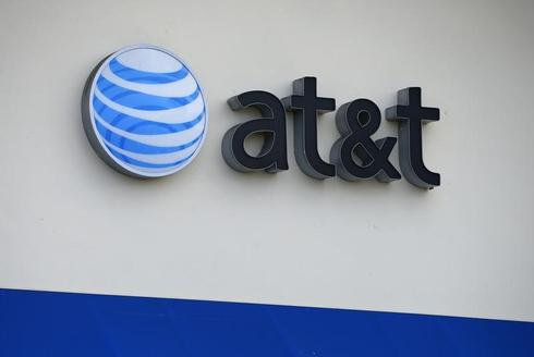 AT&T's new device financing plan weighs on revenue