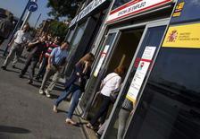 Le taux de chômage en Espagne a reculé au deuxième trimestre à son plus bas niveau depuis deux ans pour s'établir à 24,5%. /Photo prise le 2 juillet 2014/REUTERS/Andrea Comas