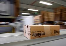 Foto de archivo del centro de distribución de Amazon en Augsburgo, Alemania. Dic 16, 2013. Amazon.com Inc reportó el jueves una pérdida mayor a la esperada en el segundo trimestre porque mantuvo su alto ritmo de inversión en nuevos negocios, entre ellos contenidos digitales y productos electrónicos. REUTERS/Michaela Rehle