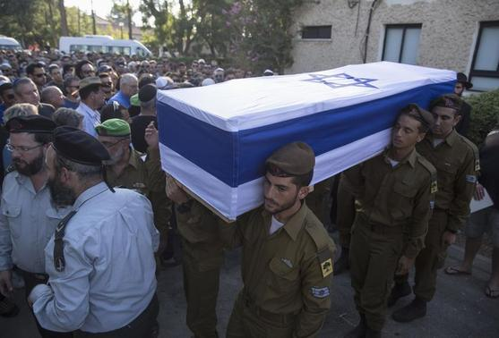 Israeli soldiers carry the flag-draped coffin of their comrade Daniel Pomerantz who was killed during fighting in Gaza on Sunday, during his funeral in Kfar Azar, near Tel Aviv July 24, 2014. REUTERS/Baz Ratner