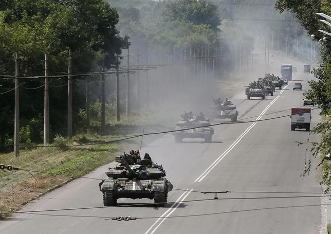 Ukrainian troops are pictured in the eastern Ukrainian town of Konstantinovka July 21, 2014. REUTERS/Gleb Garanich