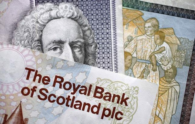 Scottish bank notes are displayed in London, April 23, 2014.  REUTERS/Suzanne Plunkett