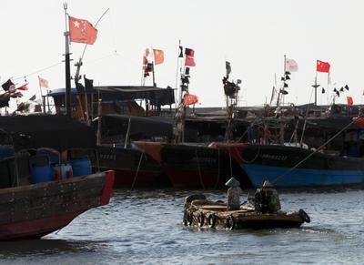 Satellites and seafood: China keeps fishing fleet...