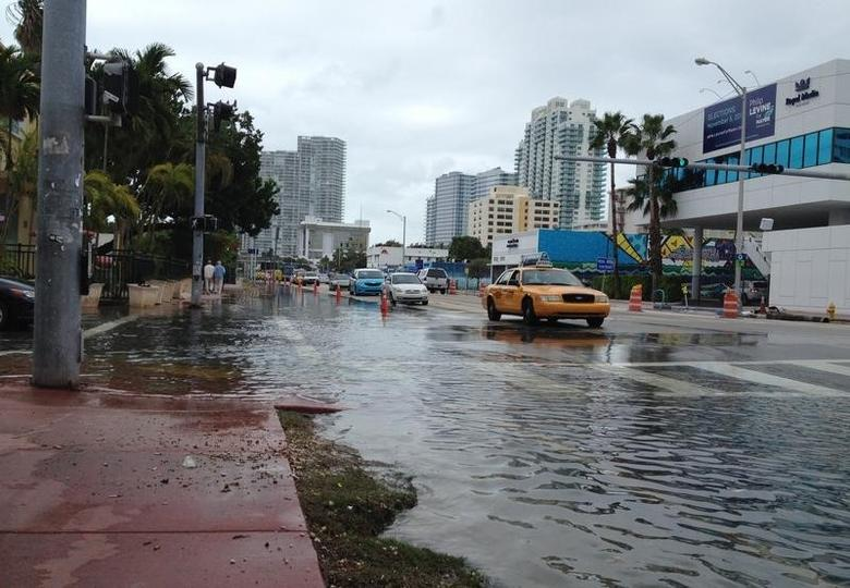 Flooding at Alton Road and 10th Street is seen in Miami Beach, Florida on November 5, 2013. REUTERS/Zachary Fagenson