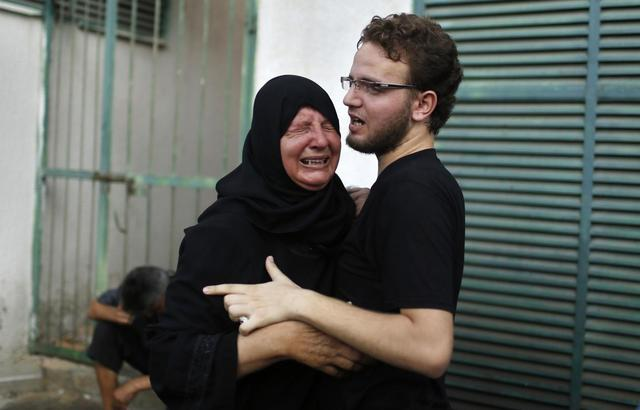 The mother of a Palestinian child reacts following his death at a hospital in Gaza City July 28, 2014.  REUTERS/Mohammed Salem