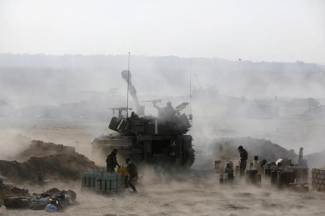 An Israeli mobile artillery unit fires towards the Gaza Strip July 28, 2014. REUTERS/Baz Ratner