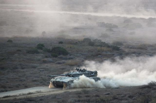 An Israeli tank manoeuvres outside the northern Gaza Strip July 28, 2014. REUTERS/Amir Cohen