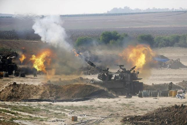 An Israeli mobile artillery unit fires towards the Gaza Strip July 28, 2014. REUTERS/Baz Ratner