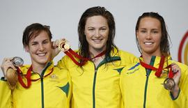 Australia's gold medalist Cate Campbell (C) along with compatriots silver medalist Bronte Campbell (L) and bronze medalist Emma Mckeon, pose with their medals in the women's 100m Freestyle final at the 2014 Commonwealth Games in Glasgow, Scotland, July 28, 2014. REUTERS/Jim Young