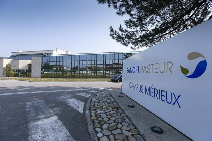 The Sanofi Pasteur logo is seen at the entrance of a building at the French drugmaker's vaccine unit Sanofi Pasteur plant in Marcy-l'Etoile, near Lyon, March 14, 2014.  REUTERS/Robert Pratta