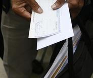 Près de 272.000 demandes de délais de paiement de cotisations sociales ont été enregistrées en 2013, un total supérieur à celui de 2009 au plus fort de la crise. /Photo d'archives/REUTERS