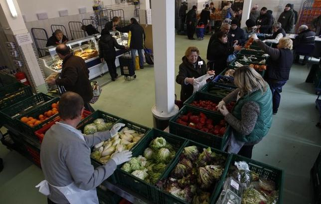 People receive food that is either too old or not looking nice enough for sale at the non-profit Dortmund food bank ''Dortmunder Tafel''  in the western German city of Dortmund March 20, 2013. REUTERS/Ina Fassbender