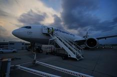 Lufthansa annonce jeudi un bénéfice inférieur aux prévisions au deuxième trimestre, en raison d'une baisse continue des prix des billets en Amérique du Nord, en Asie et en Europe et de l'impact d'une grève. /Photo prise le 28 juillet 2014/REUTERS/Ralph Orlowski